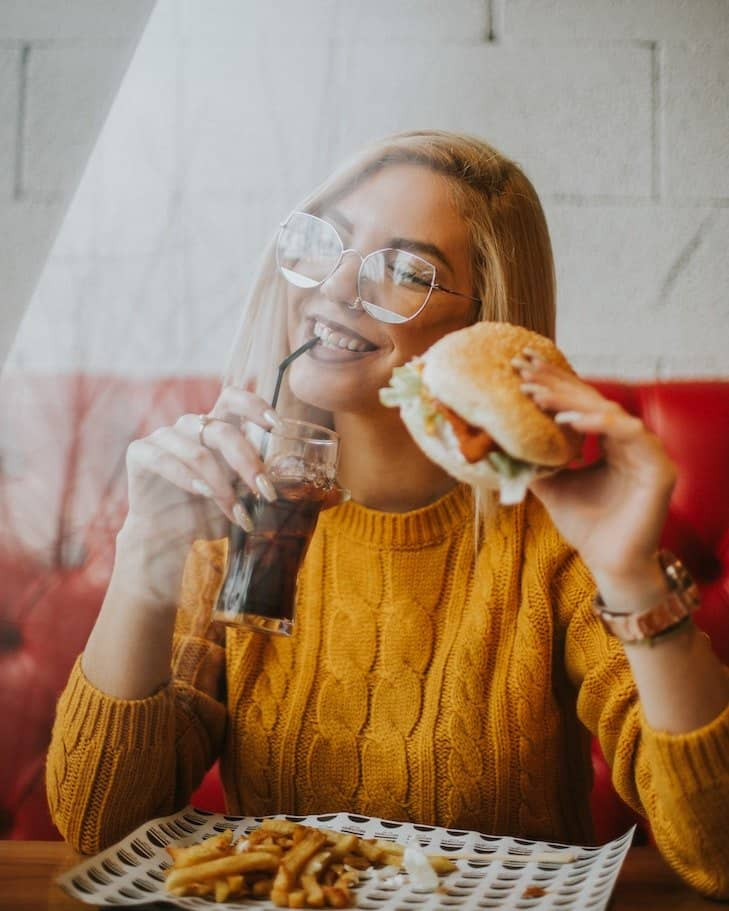 happy lady using burger grill time chart